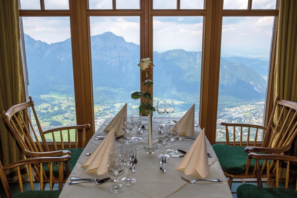 Eingedeckter Tisch am Predigtstuhl